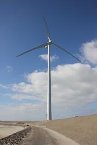 Windkraftanlagen werden gefördert - Bild einer modernen Windmühle